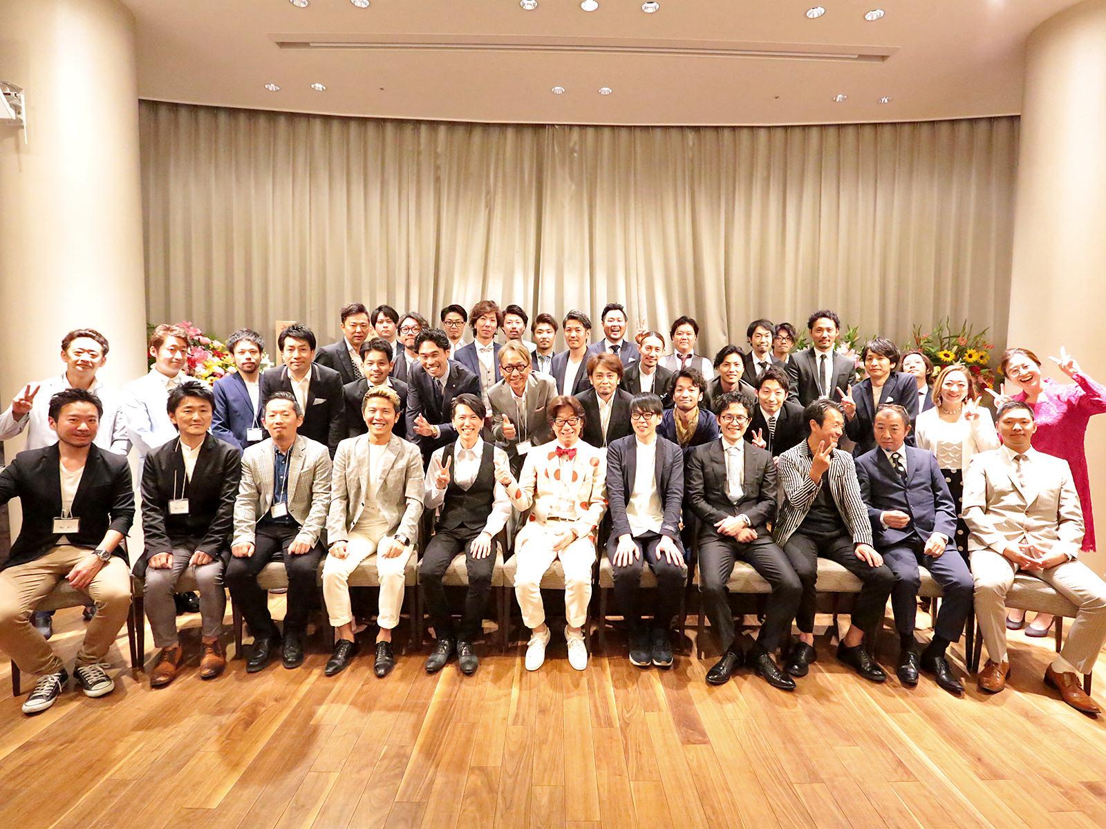 コムズグループは、人との出会いの結晶です。 たくさんの大切な仲間と共に日本一を目指します。